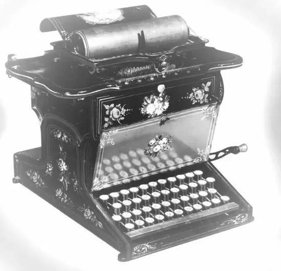早期的打字机,采用的是QWERTY布局