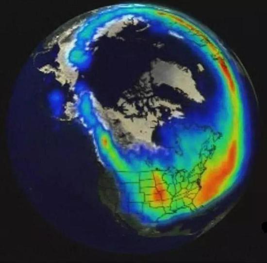太阳风暴时的极光卵(图片截自影片Discovery.Naked.Science.Solar.Storm)