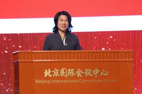 董明珠正在中国量量协会40周年岁念年夜会上颁发主题演讲。中国量量消息网 图