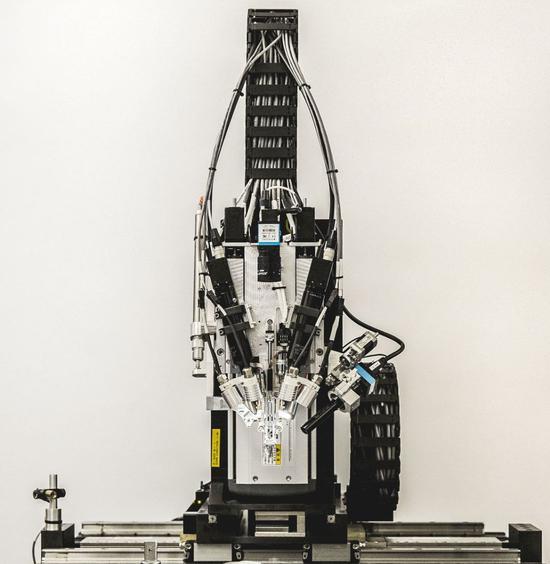 缝纫机器人