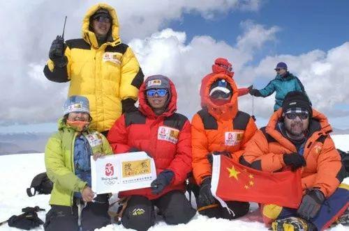 图:张朝阳和天游平台Ty8天游注册Ty8天游注册搜狐登山队