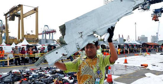狮子航空JT610航班的残骸。