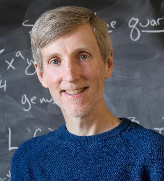 Andrew Sutherland是MIT数学系首席研究科学家