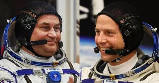 俄罗斯航天员阿列克谢·奥夫奇宁与美国宇航员尼克·黑格