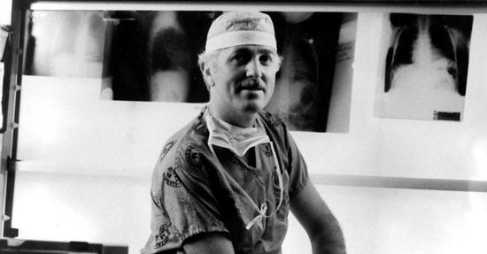 贝利医生,1969年在洛玛林达大学医学院获得医学博士学位