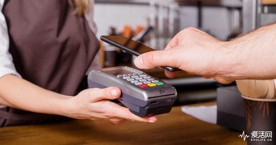 苹果即将开放NFC权限 iPhone一秒变身门禁卡