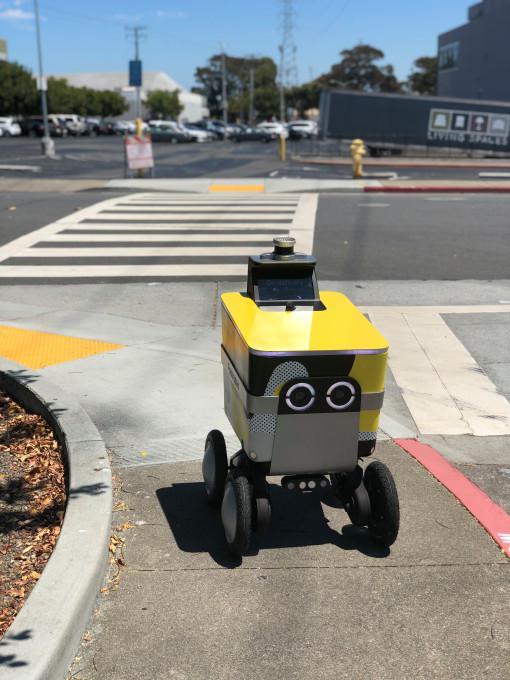 Postmates首次获准在旧金山测试人行道交付机器人