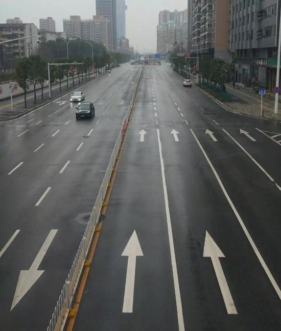 武汉街景。(摄于2月2日)