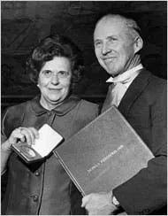 图:诺曼·布劳格和他的妻子(在获得诺奖后)