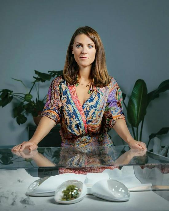 """法国企业家芭芭拉·贝尔维西正在开发用于种植农作物的""""生物舱""""。图片来源:PHOTOGRAPH BY LAURA STEVENS"""