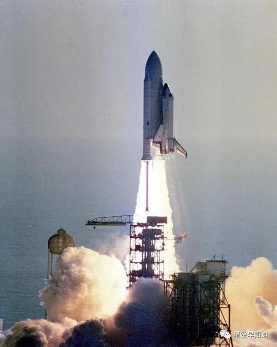 1981年4月12日,哥伦比亚号航天飞机发射升空,开启了人类的航天飞机时代来源:NASA