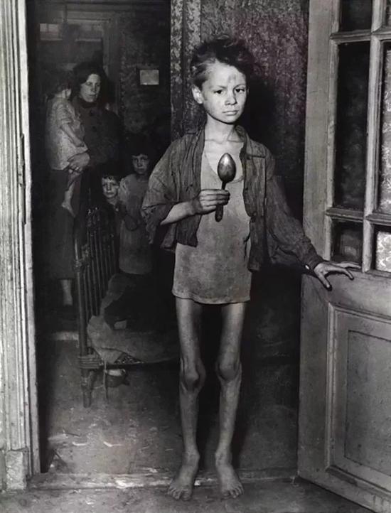 饥饿严冬时的荷兰儿童@National Institute for War Documentation, Amsterdam
