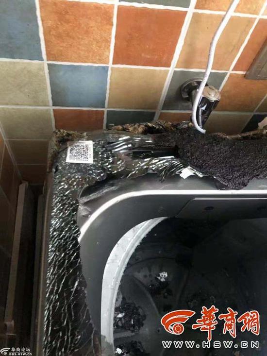 雷女士提供洗衣机自燃后的场景