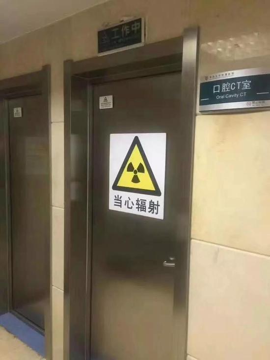 医院CT室,通常会有电离辐射警告