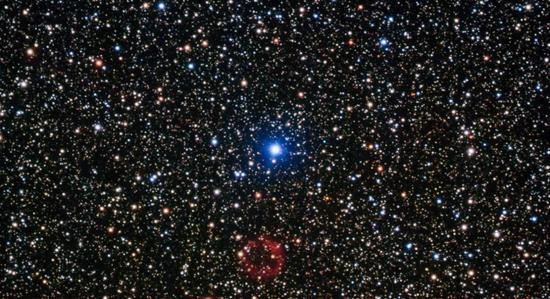(正在发生氦闪现象的一颗白矮星。图片来源Wikipedia)