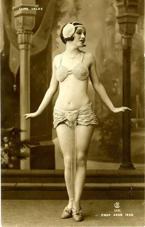 ▲1924 年法国成人杂志《PARIS PLAISIRS》上的舞女照片