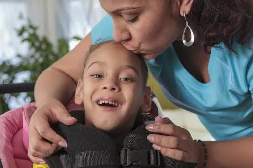 脑瘫患儿的生活需要更多勇气