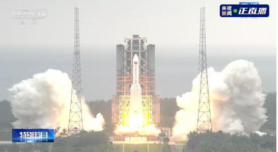 中国空间站天和核心舱发射升空!