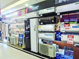 广州某卖场的空调,仍以旧标准产品为主。信息时报记者 袁婵 摄