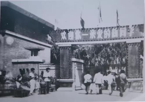 1958年9月,中国科学技术大学首届学生入学(图片来自网络)