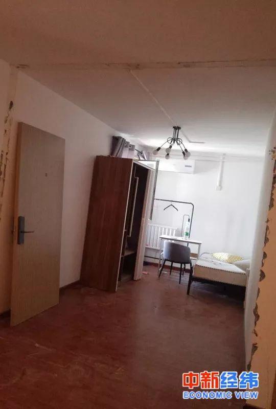 苏钰(化名)租住房间旁边的一个隔断间被拆除。受访者供图