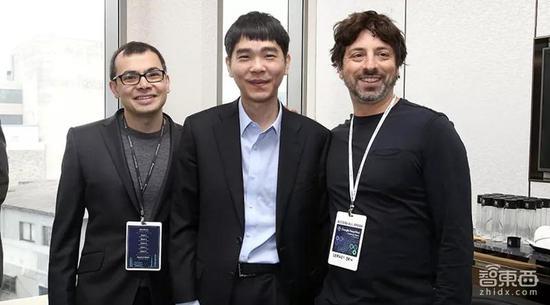 ▲DeepMind创始人兼首席执行官Demis Hassabis(左)、韩国围棋冠军李世石(中)、Alphabet联合创始人Sergey Brin(右)的合照