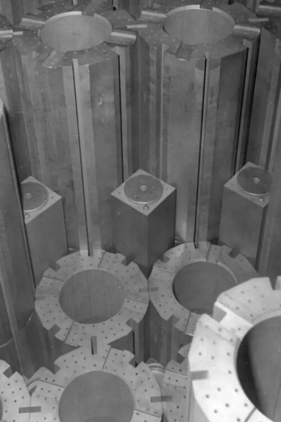 图|核反应堆中石墨块的结构