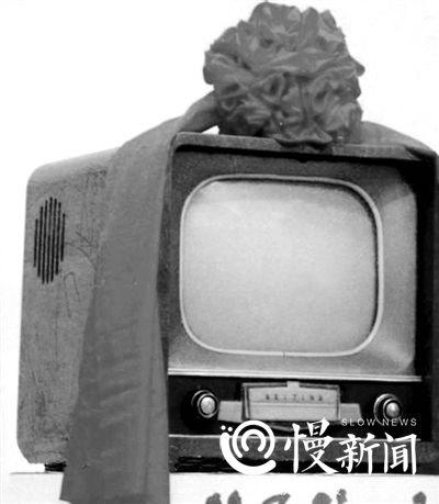 ▲1958年3月17日,我国第一台黑白电视机诞生——北京牌14吋黑白电视机