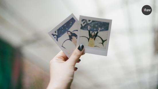 但在本质上, Lomo'Instant Square 也还是一台用富士相纸的拍立得。