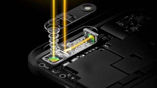 近期的些许信息,则能够让我们进一步勾勒出OPPO Find X的轮廓。5月10日,OPPO成功完成了全球首个采用3D结构光技术的5G视频通话演示。通过3D结构光相机记录三维人像信息,运用5G技术进行传输,最终在远端接收显示器上实现了三维人像还原。   根据OPPO官方的消息,3D结构光技术将在至多六个月被实现商用。就目前来看,OPPO Find X将很有可能成为第一款消费者能够买到的搭载3D结构光技术的安卓旗舰。