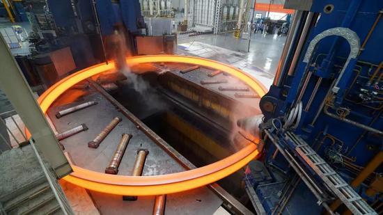 Φ15.6米不锈钢整体轧制 (图片来源:作者提供)
