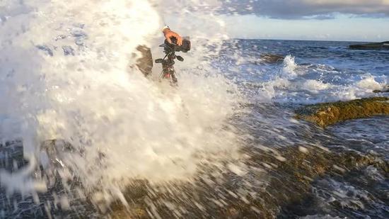 这个海浪过后,D850就直接废掉了