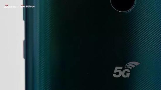 ▲背面的5G Logo格外耀眼