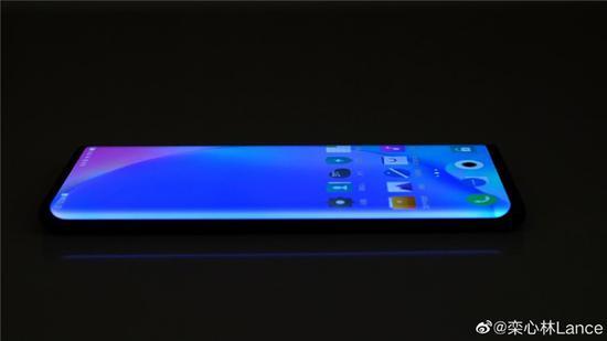 vivo产品线总经理放出vivo NEX新品真机瀑布屏外观