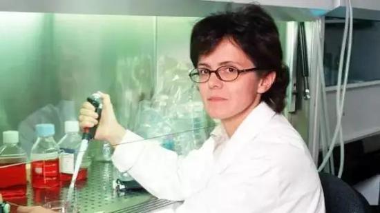"""这位科学家收到陌生人的千万遗产,因为她毁掉了一种""""疗法"""""""