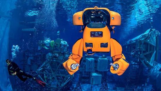 """<b>前NASA工程师发明""""水下变形金刚""""</b>"""