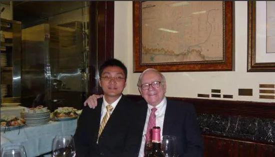 2006年,黄峥与巴菲特