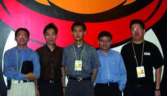 腾讯创始团队早期照片,从左至右为陈一丹、许晨晔、马化腾、张志东和曾李青