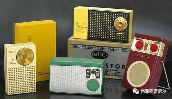 1950年代,第一代的晶体管收音机,大大降低了成本和体积