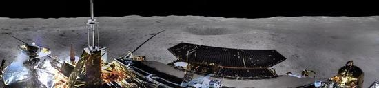"""""""嫦娥四号""""着陆器地形地貌相机环拍全景图(圆柱投影)(图片来源:国家航天局)"""