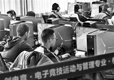 图三:去年11月,乌鲁木齐的一家学校开设电竞专业 供图/视觉中国