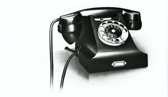 ▲ Jean Heiberg 设计的全电木外壳电话机,图片来自:ericsson.com