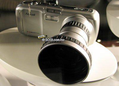 ▲我?#30340;?#21487;能不信,这是一台 2005 年的手机。 图片来自:sogi 手机王