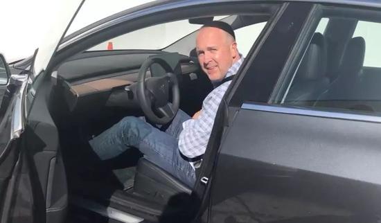 Doug Field试驾Model 3