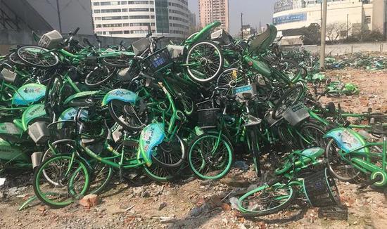 享骑电单车瘫痪 卖电瓶还员工工资