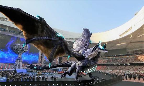 ▲去年S7总决赛鸟巢的AR画面中的巨龙