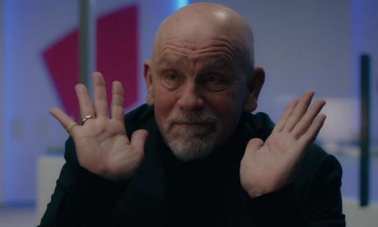 著名演员约翰·马尔科维奇把俄国石油寡头Grigor Andolov演绎得出神入化