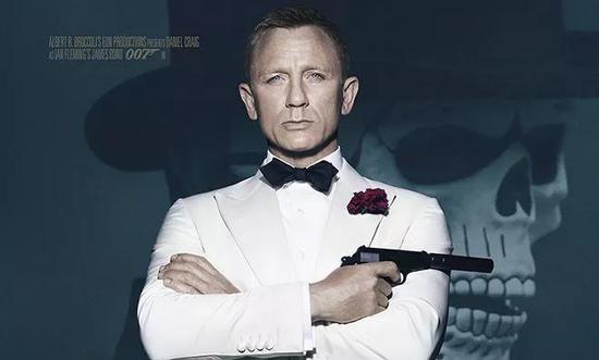 (我们熟知的那个007,其实已经在?#38431;?#28789;?#22330;?#36208;到尽头。)
