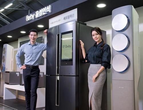 搭载Bixby人工智能语音识别系统的三星冰箱