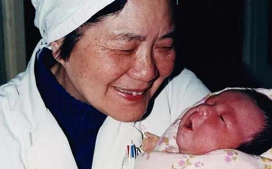 中国试管婴儿之母张丽珠教授与郑萌珠 来源于网络